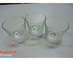 Tri čaše za vodu