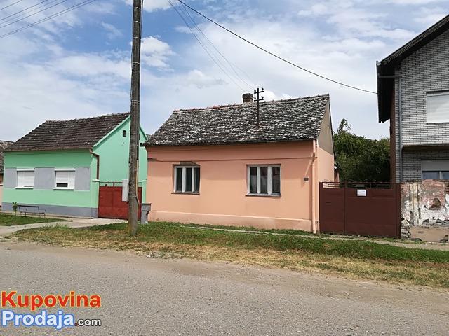 Porodična kuća u centru sela Kukujevci