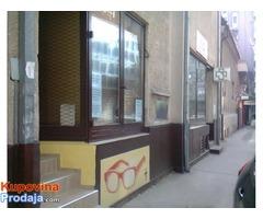 Prodajem 2 lokala i salonski stan u centru Niša