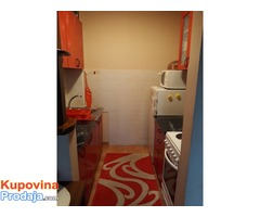 Prodajem jednoiposoban stan u Novom Sadu - Fotografija 1/8