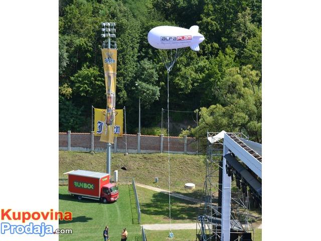 Cepelini, velike lopte, reklama sa svetlom iznad grada, sve sa lagera, gigantski baloni, štampa