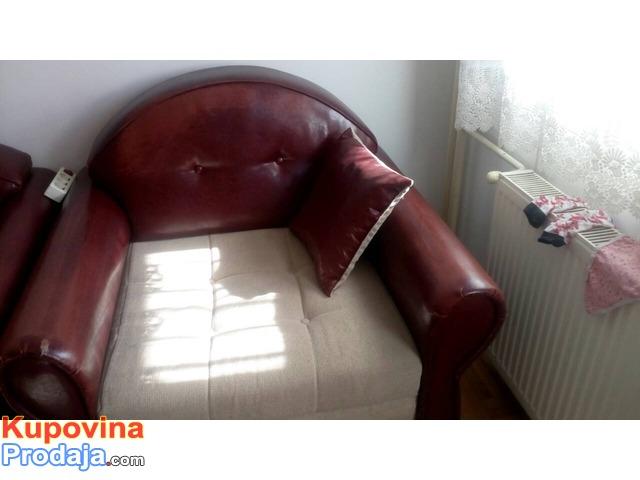Na prodaju trosed, dvosed I fotelja