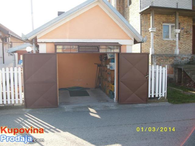 Prodajem manju kuću u naselju ALTINA