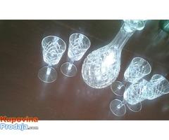 Kristalna flasa i casice