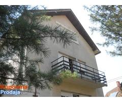 Odličan trosoban stan u kući sa 8 ari u Boleču, Beograd