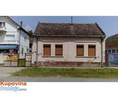 Kuća u centru Progara, Surcin, Beograd