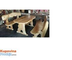 klupe i stolovi od drveta jagnjede