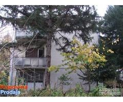 Povoljno prodajem kuću sa tri stana u Beogradu