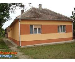 Savremena, lepa kuća sa dve odvojive stambene jedinice u selu Farkaždin