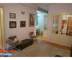 Iznajmljujem stan u Zemunu, Prvomajska, 60 m2 cg ,1. sprat, namesten