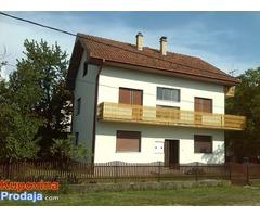 Prodaje se kuća u Mladenovcu na 5.7 ari placa, odlična lokacija. vlasnik