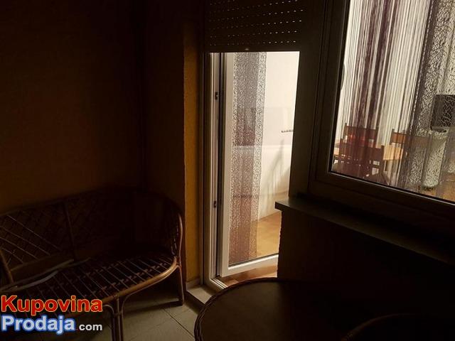 Izdajem namešten trosoban stan,Beograd