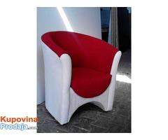 Skoljka fotelje u boji i materijalu po zelji