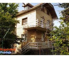 Na prodaju kuca u Surcinu, 400 m2
