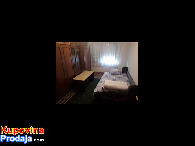 Izdajem sobe za smestaj radnika u Starim Banovcima 20km od Beograda
