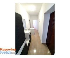 Izdajem dvosoban stan u centru Bara, Crna Gora