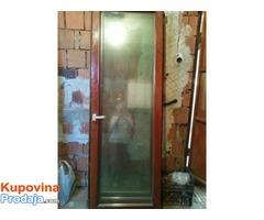 Prodajem ocuvana drvena balkonska vrata i prozore