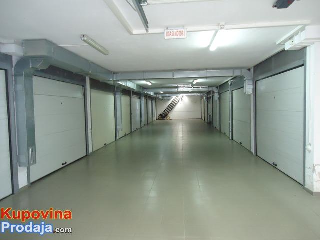 Vlasnik prodaje Stan + garazu; NS - 9/10